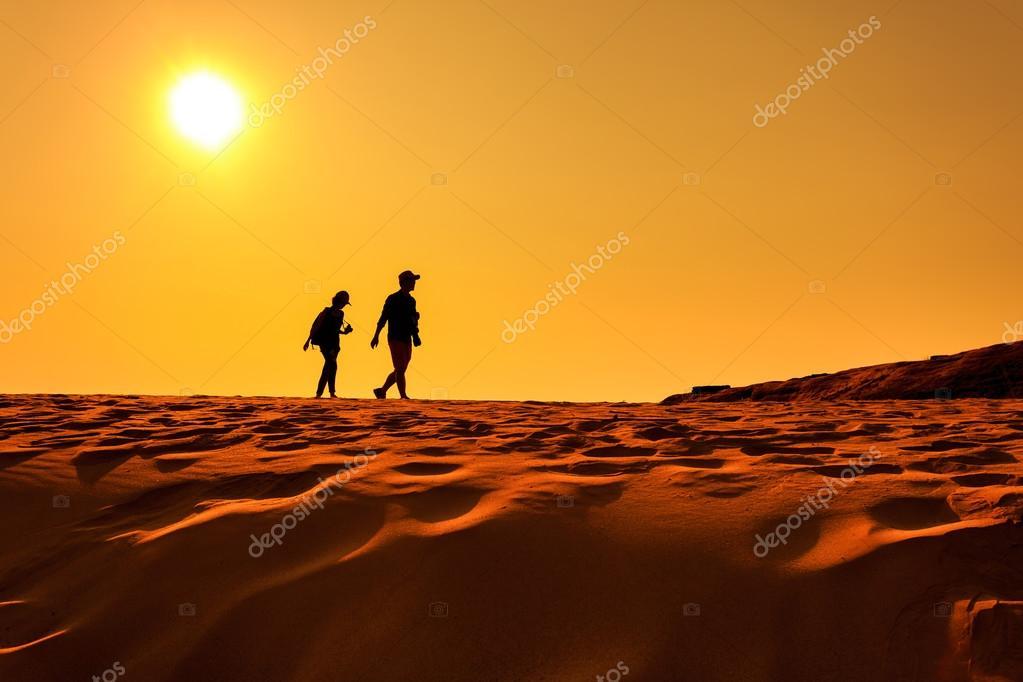 Imágenes: Personas Caminando En El Desierto