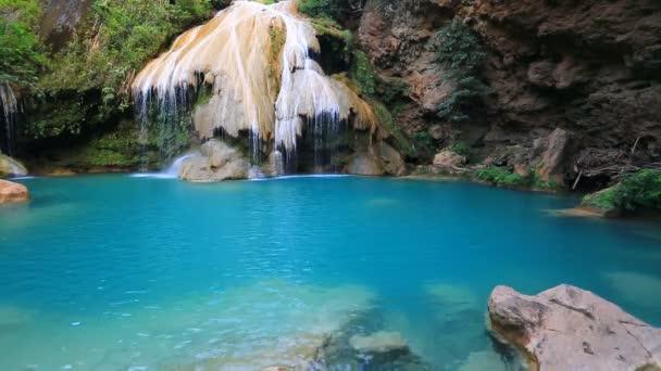 Nádherný vodopád Krajina