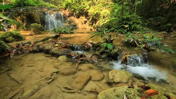 splendida cascata in Tailandia