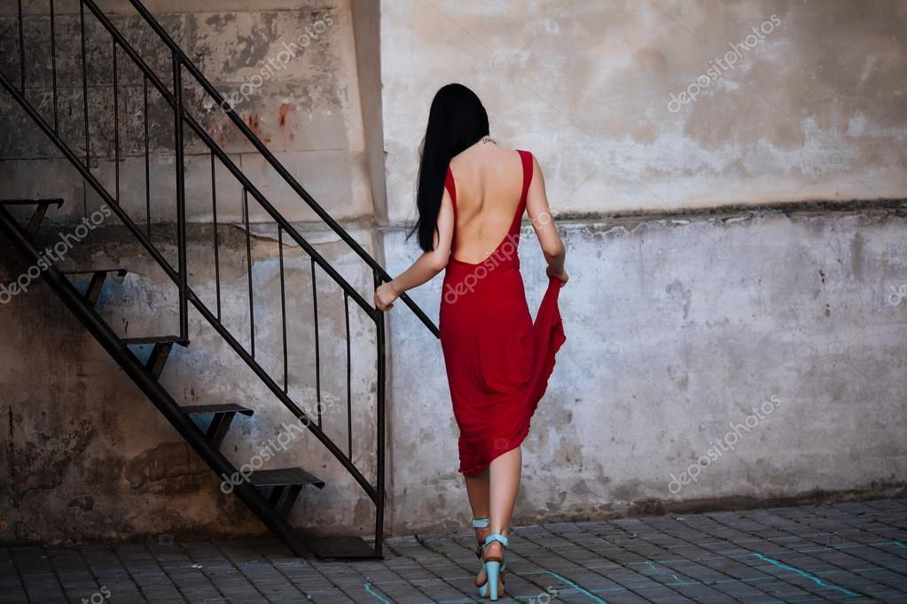 картинки девушка поднимается по лестнице вид сзади белокурые заморочки связавшись