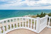 Balkon pohled na břehu moře