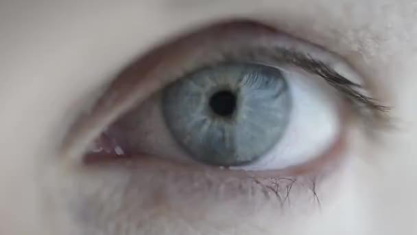 ženské oko.