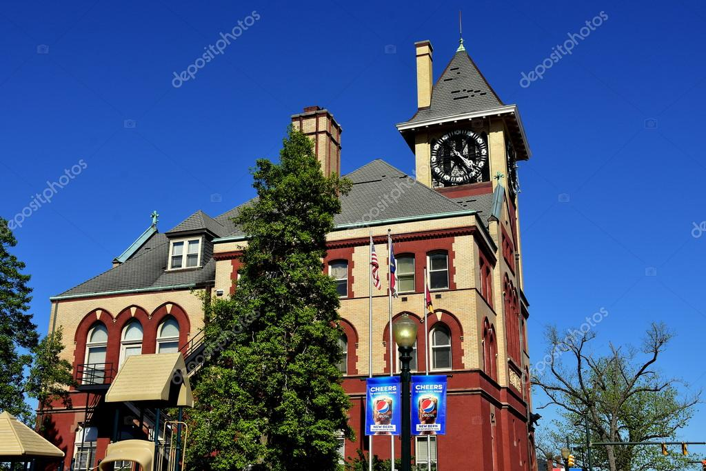 What Doles A City Hall Do
