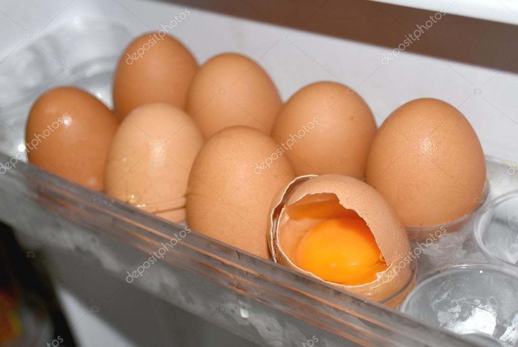 Kühlschrank Ei : Ei schale riss im kühlschrank u stockfoto cupidvoice