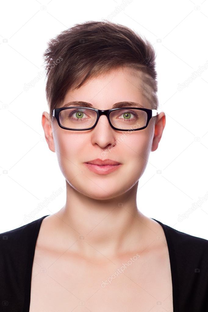 Frauen mit brille und kurzen haaren