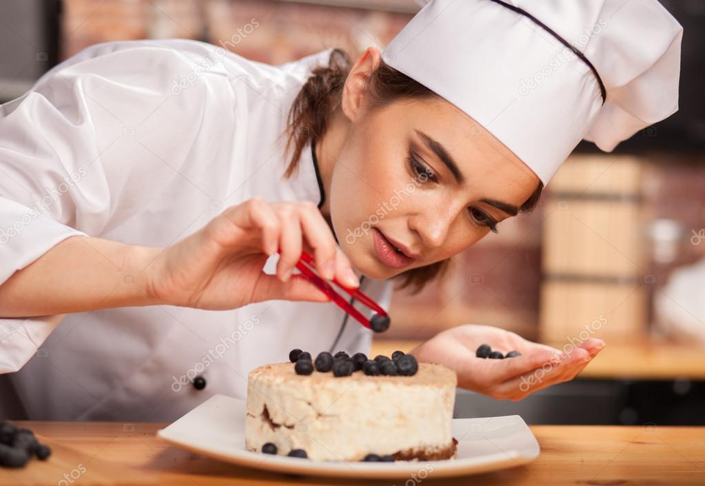Mujeres Chef Cocinero Preparando Una