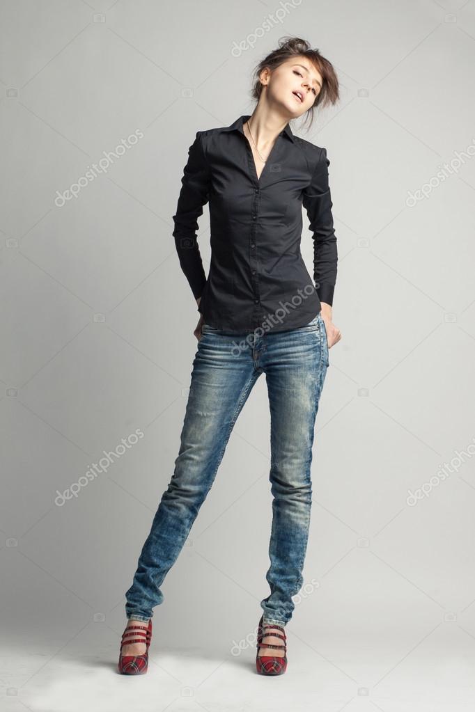 negra vaqueros fondo camisa sobre mujer Elegante y gris aislados pantalones en qztSY