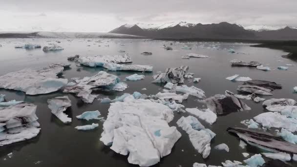 Letecký pohled na ledovec a ledovce