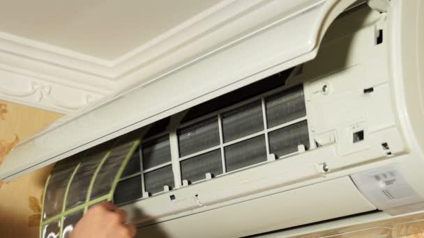 Einbau von Filtern in Klimaanlagen