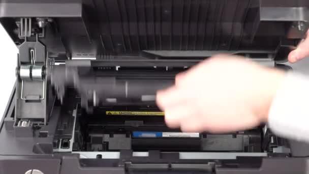Výměnu kazety do laserových tiskáren
