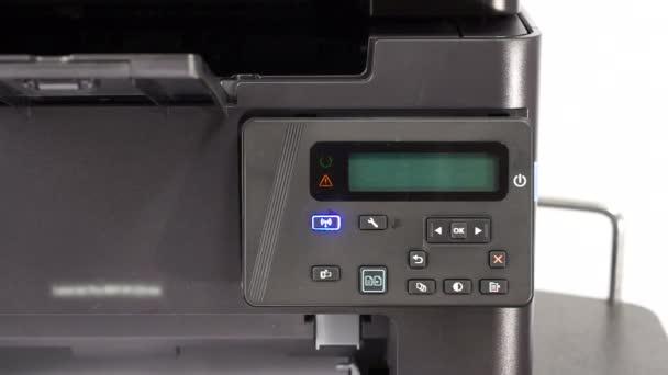 Odbočka na stolní tiskárně