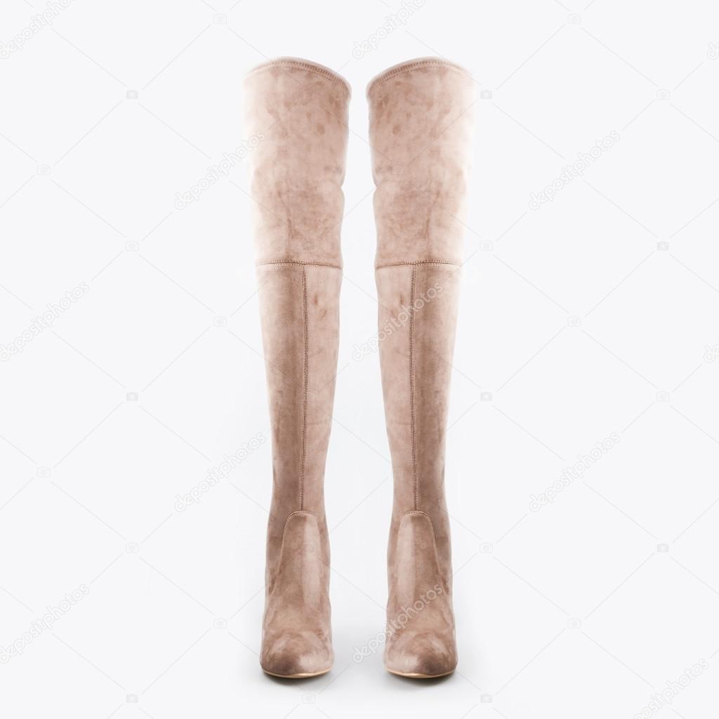 l'ultimo d4f4d 0399a Stivali alti beige su sfondo bianco — Foto Stock ...