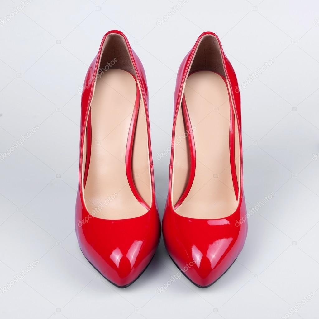 Жіноче взуття червоних лакованих — Стокове фото — колір ... ca75b27882b9e
