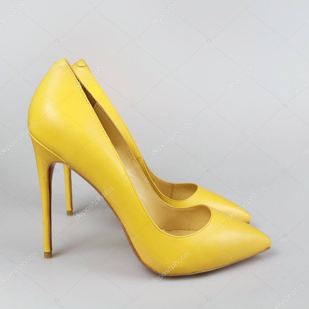 the latest 05388 1d654 Damen leuchtend gelbe Schuhe — Stockfoto © Martyna1802 #89485330