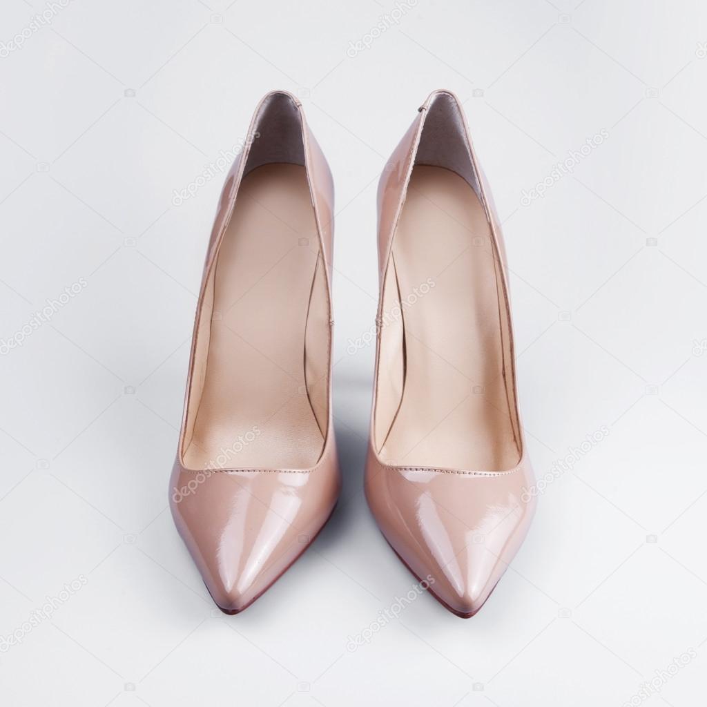 f1a82e3364 μπεζ Γυναικεία παπούτσια — Φωτογραφία Αρχείου © Martyna1802  99302724