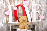 milostný text s medvědím srdcem a motýlem