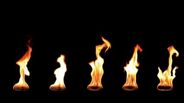 Skutečný oheň zpomalené izolovaných na černém pozadí. zpomalující rychlost zpomalit 0,5 x
