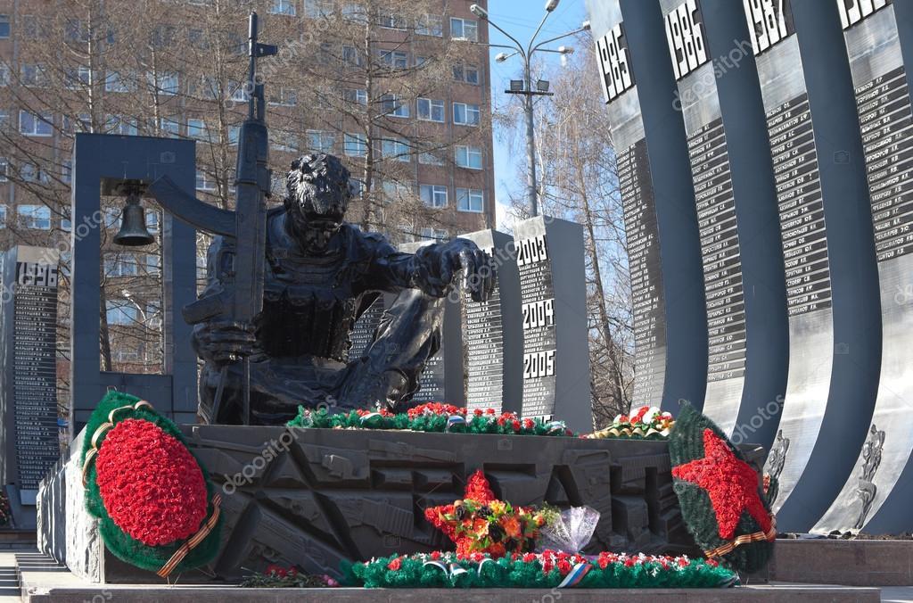 Картинка памятник черный тюльпан