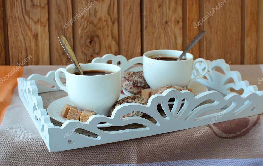 zwei tassen kaffee und kuchen auf einem tablett stockfoto victoriashuba1 95613834. Black Bedroom Furniture Sets. Home Design Ideas