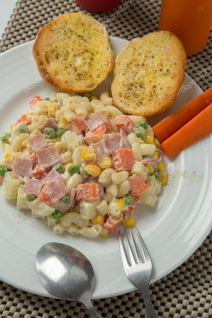 Welp Macaroni salad with mayonnaise and vegetables. — Stock Photo RQ-57