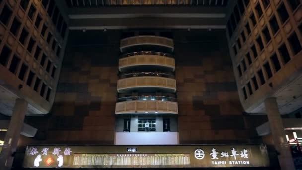 Skvostná vyhlídka záběr haly hlavního nádraží Taipei. Mezník ke schůzkám a dopravní křižovatkou v Taipei, Tchaj-wan