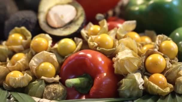 Hromadu zeleniny a ovoce. Jídlo pestré zdravé vitamín