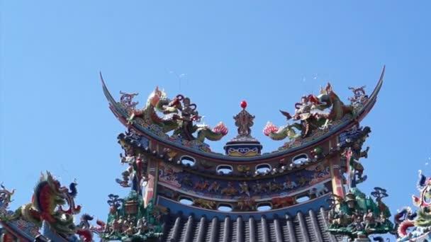 Asijské drak na střeše v Tchaj-wanu čínského Tao chrámu