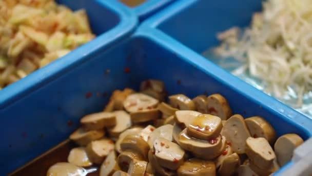 Asijské čínský styl příkrm okurky prodej v trhu, klobása, okurka, klíčení fazole