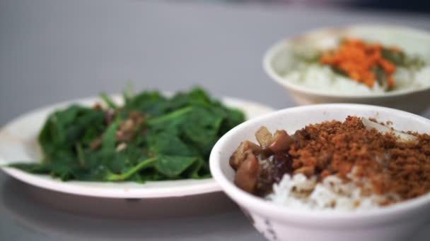 Tchajwanský mořské plody za misku rýže a doplnky