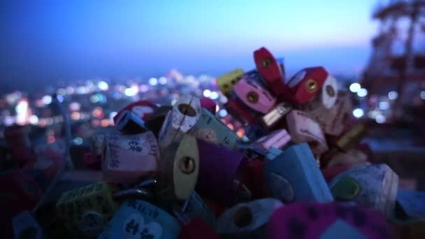 Soul, Jižní Korea - červenec 2016: N Seoul Tower zámek lásky s romantickou noční pohled z paluby hill