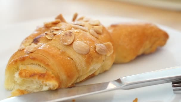 Čerstvé pečené mandle Croissant roll pekárna