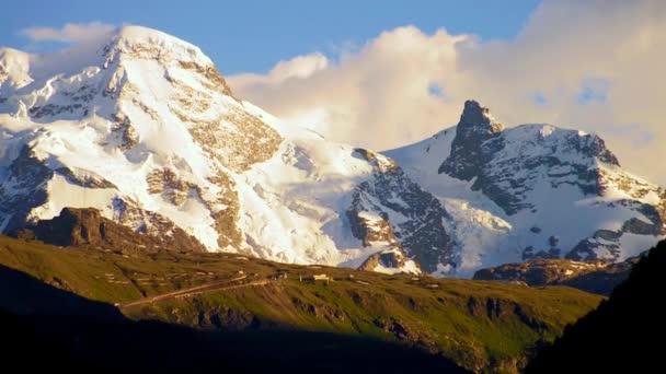 sníh hora v západu slunce