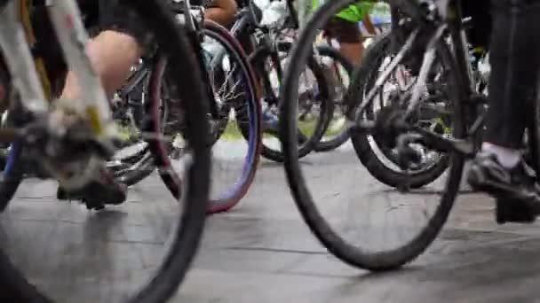 Abstraktní kolech turnaj na startovní čáru, zastřelil skupiny cyklistů, závod