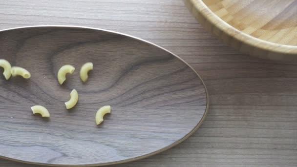 a fából készült lemez, olasz étel szakadó makaróni