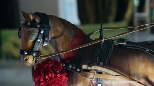 Videó a fa ló és kocsi