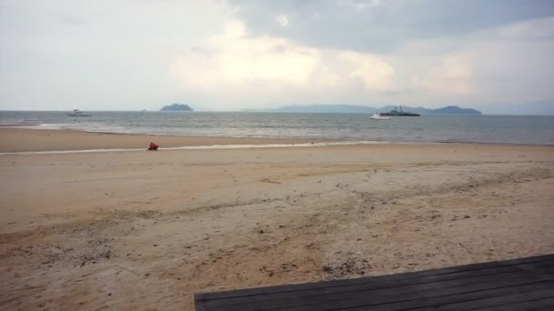 Bitevní loď, námořnictvo loď zakotvená poblíž Thajsko ostrov beach