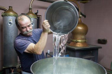Traditional distillation of alcohol and production of homemade t