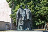Fotografie Skulptur der Heiligen Kyrill und Methodius auf dem Papst Johannes Paul II.