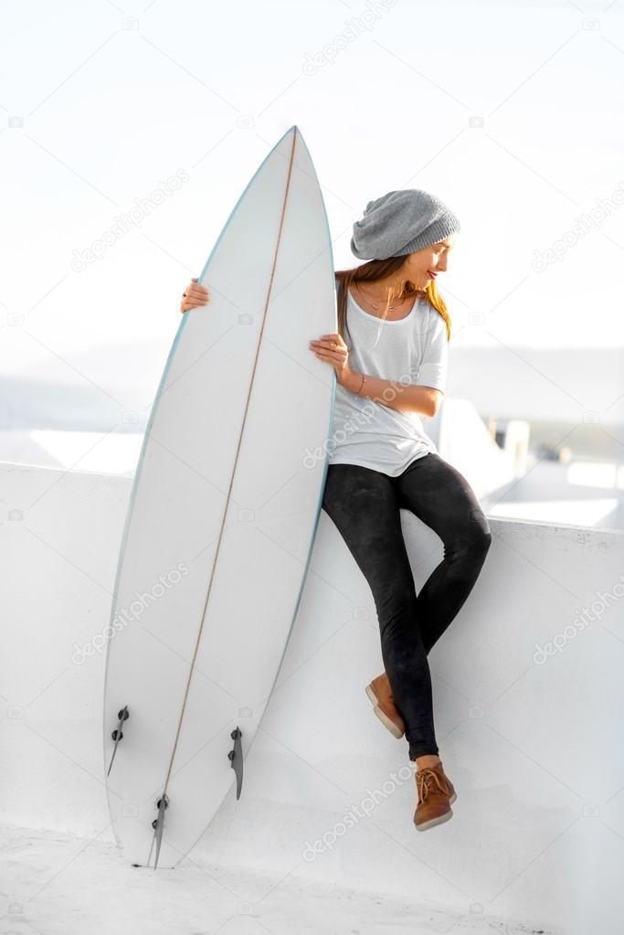 — El En Tabla Fotos La Blanca Ciudad De Con Fondo Surf Mujer xFgBqB