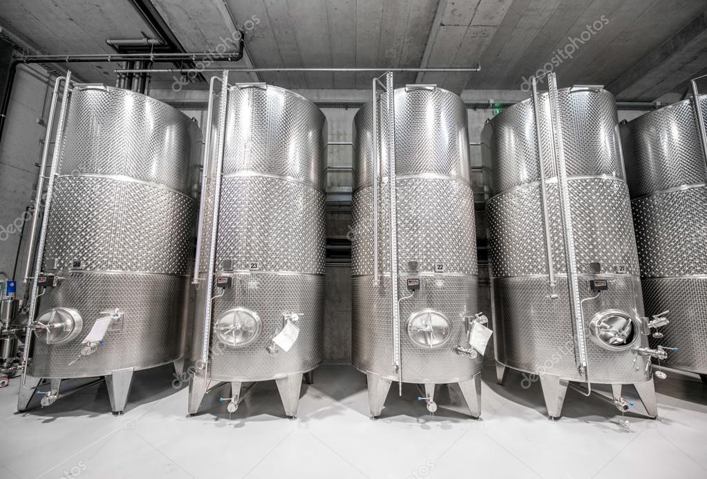 Metal tanks for wine fermentation