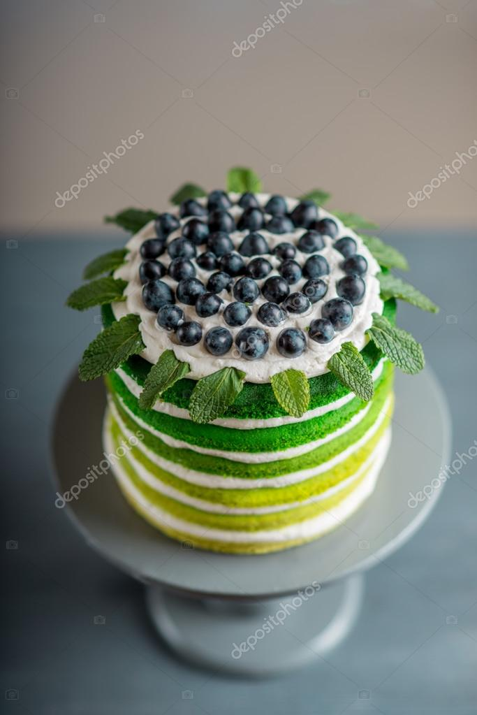 Nice Sponge Happy Birthday Cake With Mascarpone And Grapes On The Stand Foto Von