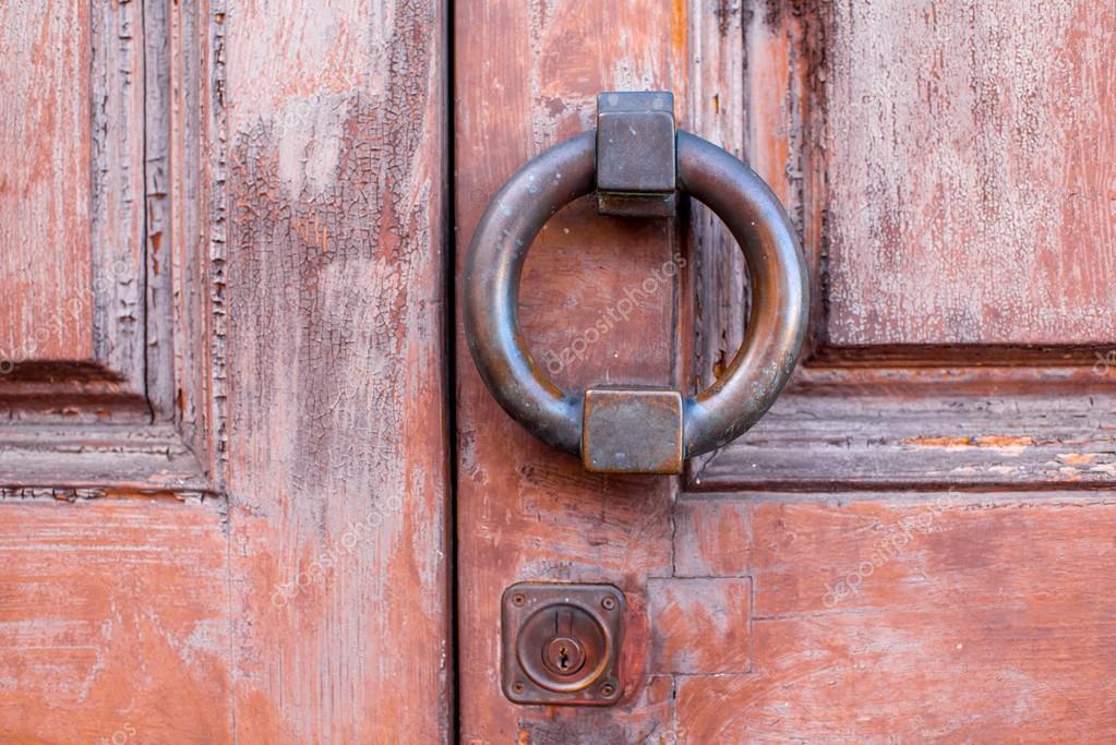 Poignée De Porte De Style Ancien — Photographie Rossandhelen © #95426098
