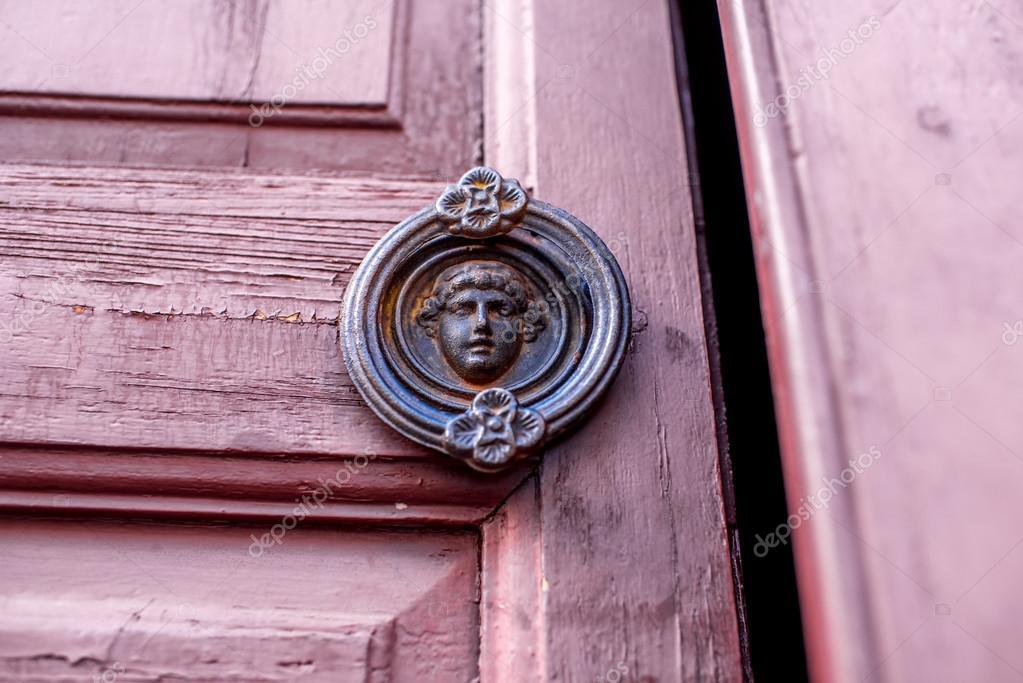 Poignée De Porte De Style Ancien — Photographie Rossandhelen © #95438020