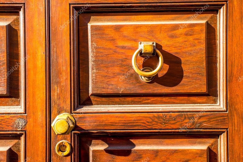 Poignée De Porte De Style Ancien — Photographie Rossandhelen © #95440050