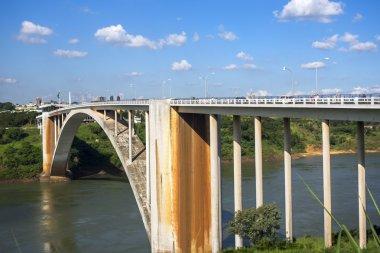 """Картина, постер, плакат, фотообои """"вид на мост дружбы, соединяющий бразилию и парагвай """", артикул 82352612"""