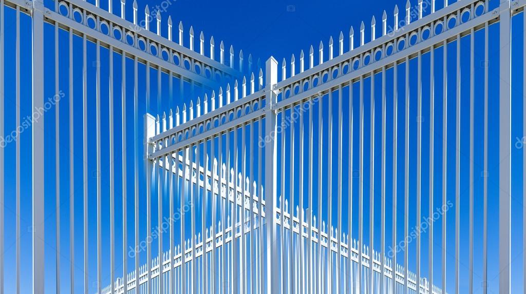 Abstraktion Von Weissmetall Zaun Stockfoto C Bluraz1 112976044