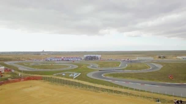 Luftbild. Russische Kartmeisterschaft Lutsk unterwegs