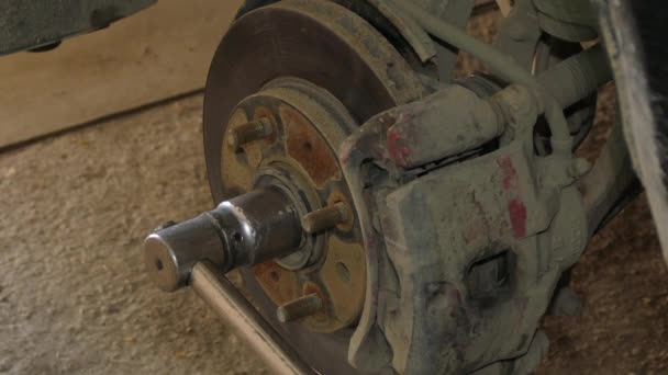Mechanik demontáži brzdy Disk automobilu