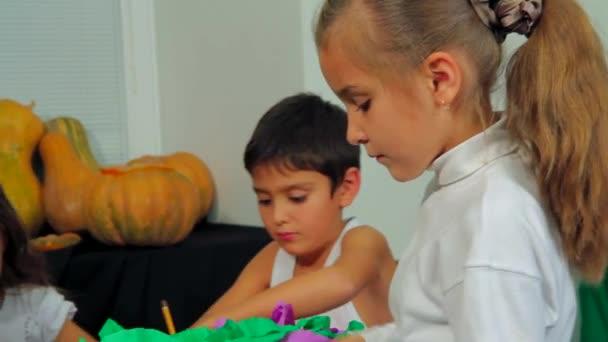 Děti, ruční práce, příprava na Halloween Party