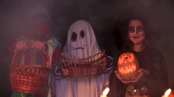 Děti v kostýmech Halloween